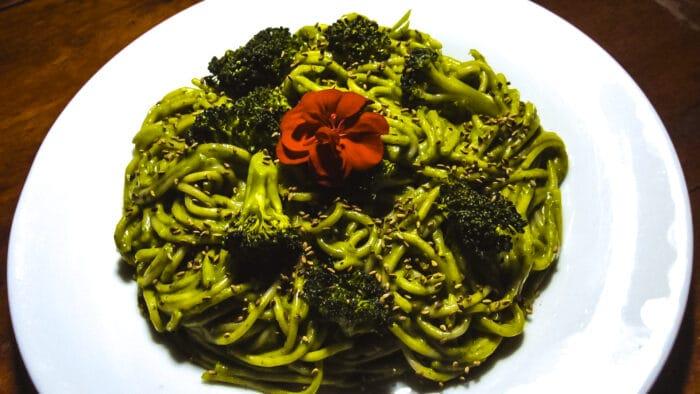 fideos con salsa verde