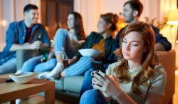 por qué se genera la adicción al internet