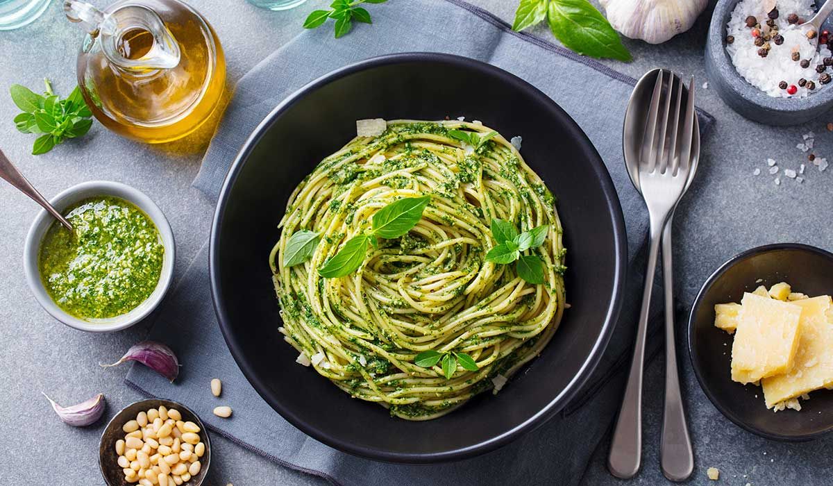 receta de espagueti en salsa verde con cebolla
