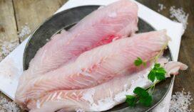 Filetes de pescado a la mantequilla, con cilantro y limón