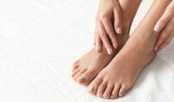 qué causa los dedos del pie covid-19