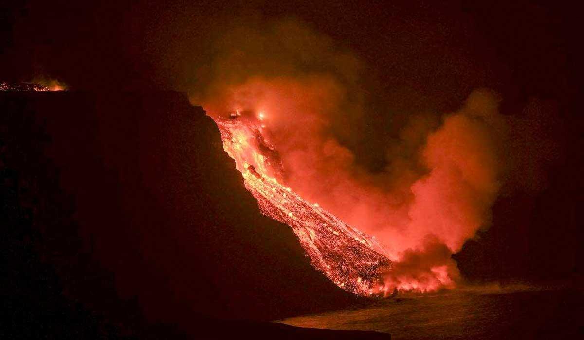 Volcán de la palma expulsa bloques de gran tamaño